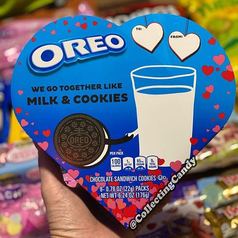 Oreo, Snack, Cookie, Cookies and crackers, Food, Drink, Finger food, Baked goods, Heart, Cup,