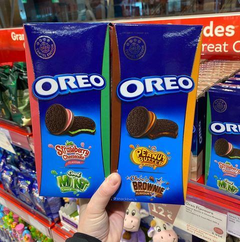 Oreo, Snack, Cookies and crackers, Cookie, Food, Finger food, Baked goods, Cuisine, Chocolate,