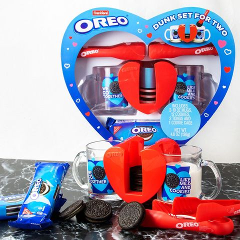 Present, Gift basket, Basket, Heart, Hamper, Snack, Fictional character, Balloon,