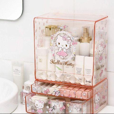 Este organizador de maquillaje de Amazon de Hello Kitty nos ha vuelto locas.