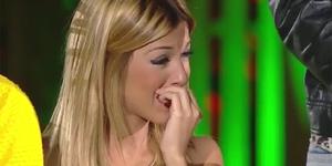 Oriana Marzoli llorando