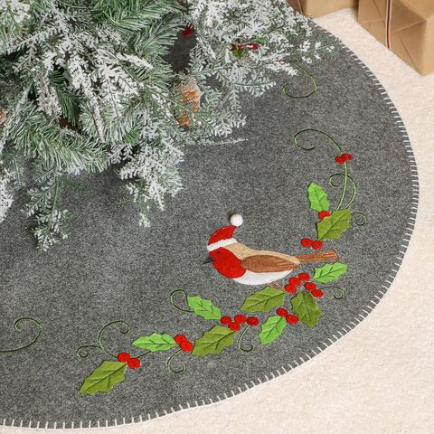 Robin Christmas tree skirt