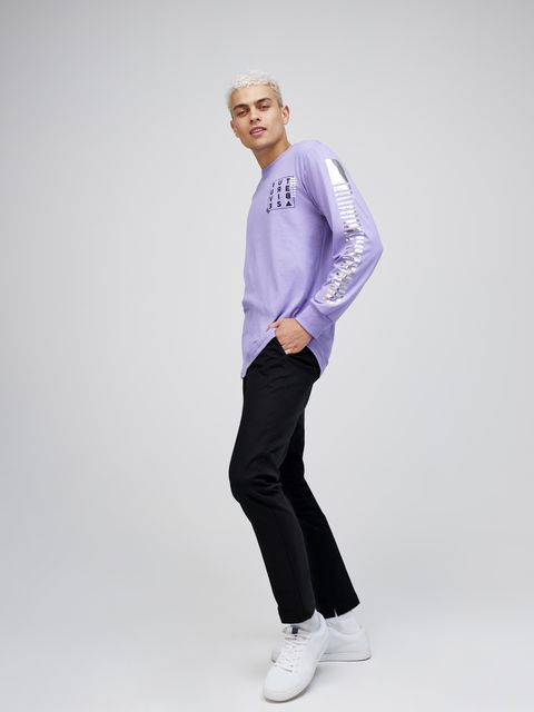 White, Clothing, Standing, Blue, Purple, Sportswear, Sleeve, Shoulder, Fashion, T-shirt,