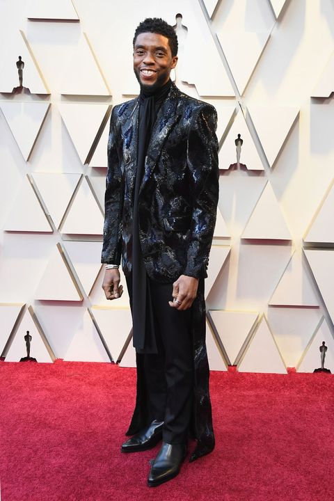 Red carpet, Clothing, Carpet, Fashion, Flooring, Suit, Outerwear, Formal wear, Leather, Dress,