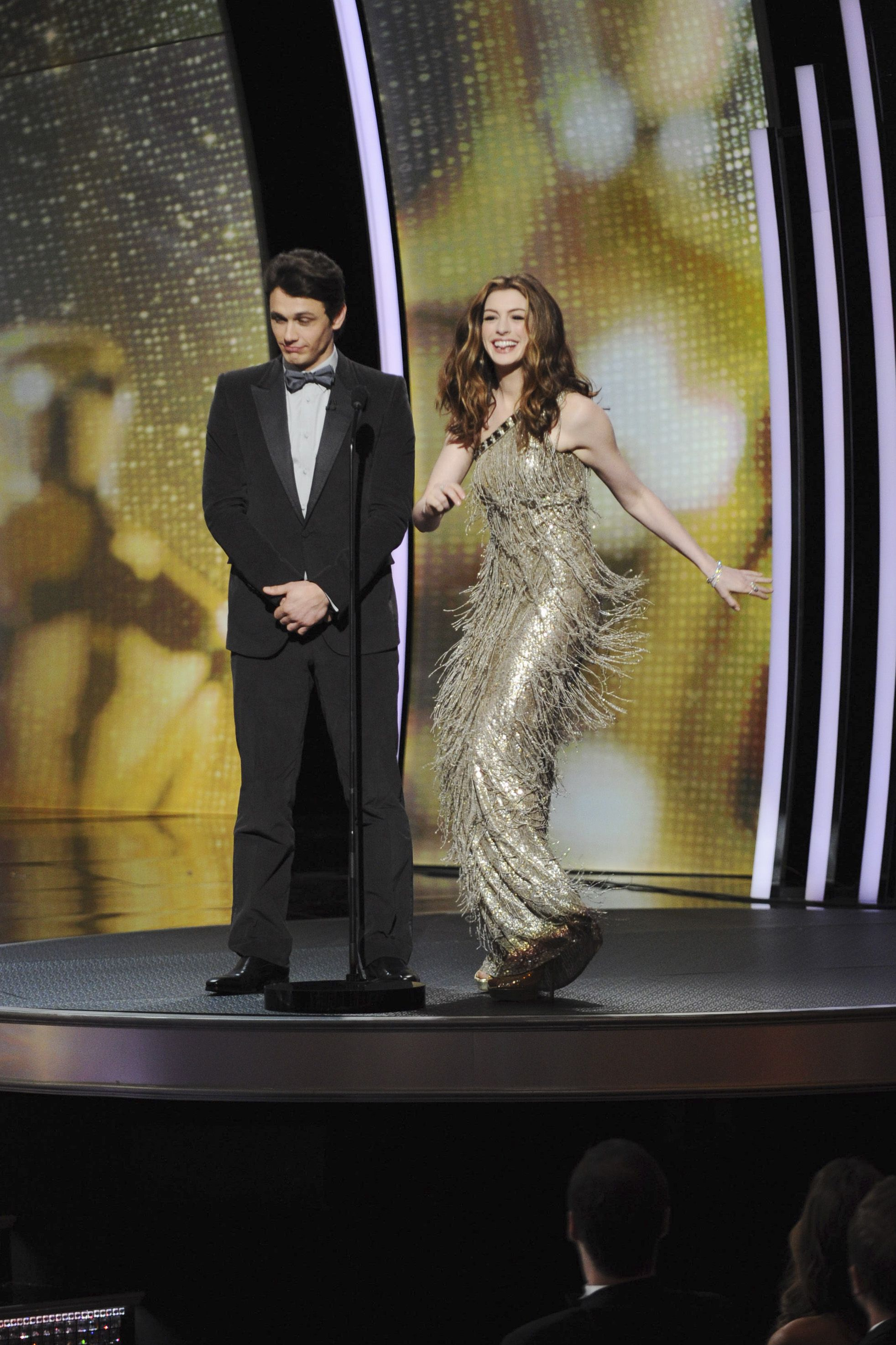 Oscars Most Controversial Hosts Anne Hathaway James Franco 2011