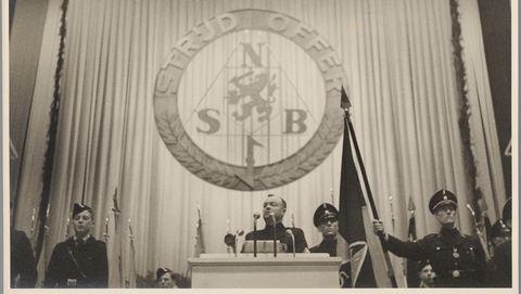 Anton Mussert tijdens een NSB-bijeenkomst