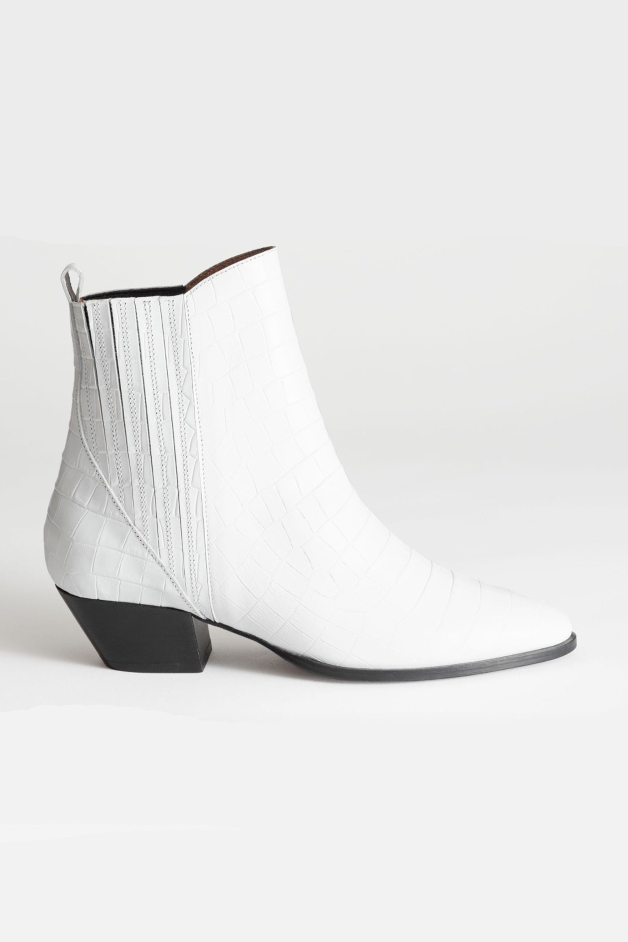 9279fd205ac 10 best white boots to buy for spring 2019 – How to wear white boots