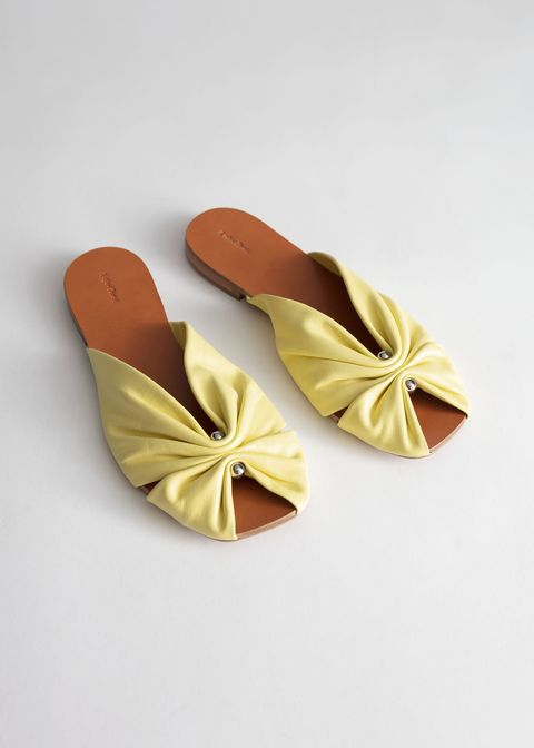 Summer flat shoes for city wedding guest