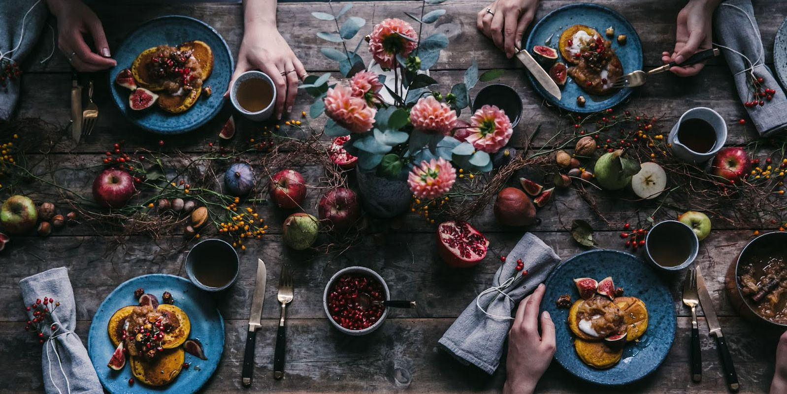 20+ of the Prettiest, Simplest Thanksgiving Table Ideas
