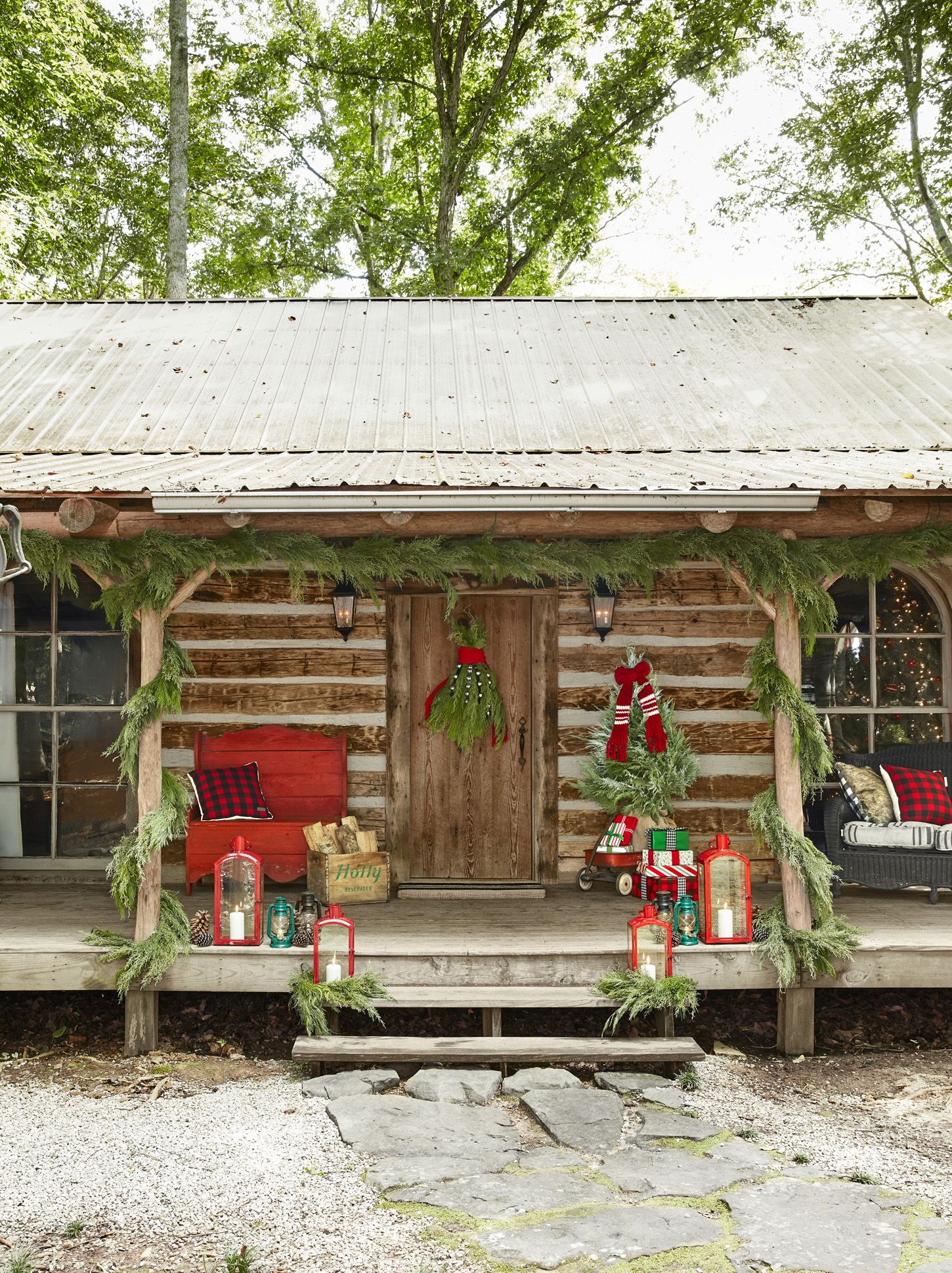 40 Outdoor Christmas Decorations - Ideas for Outside Christmas Porch Decor