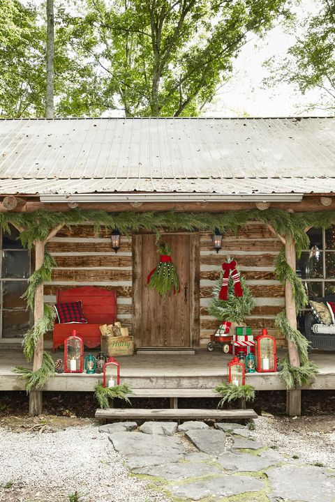 outdoor christmas decorations cabin - 40 Outdoor Christmas Decorations - Ideas For Outside Christmas Porch