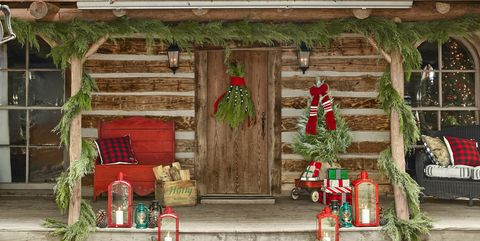 3b4e5815b4285 40 Outdoor Christmas Decorations - Ideas for Outside Christmas Porch ...