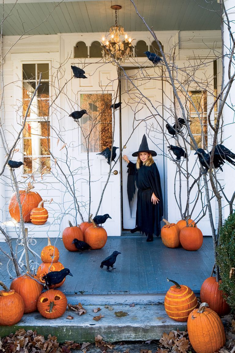 55 Spooky Outdoor Halloween Decorations to Impress Your Neighbors