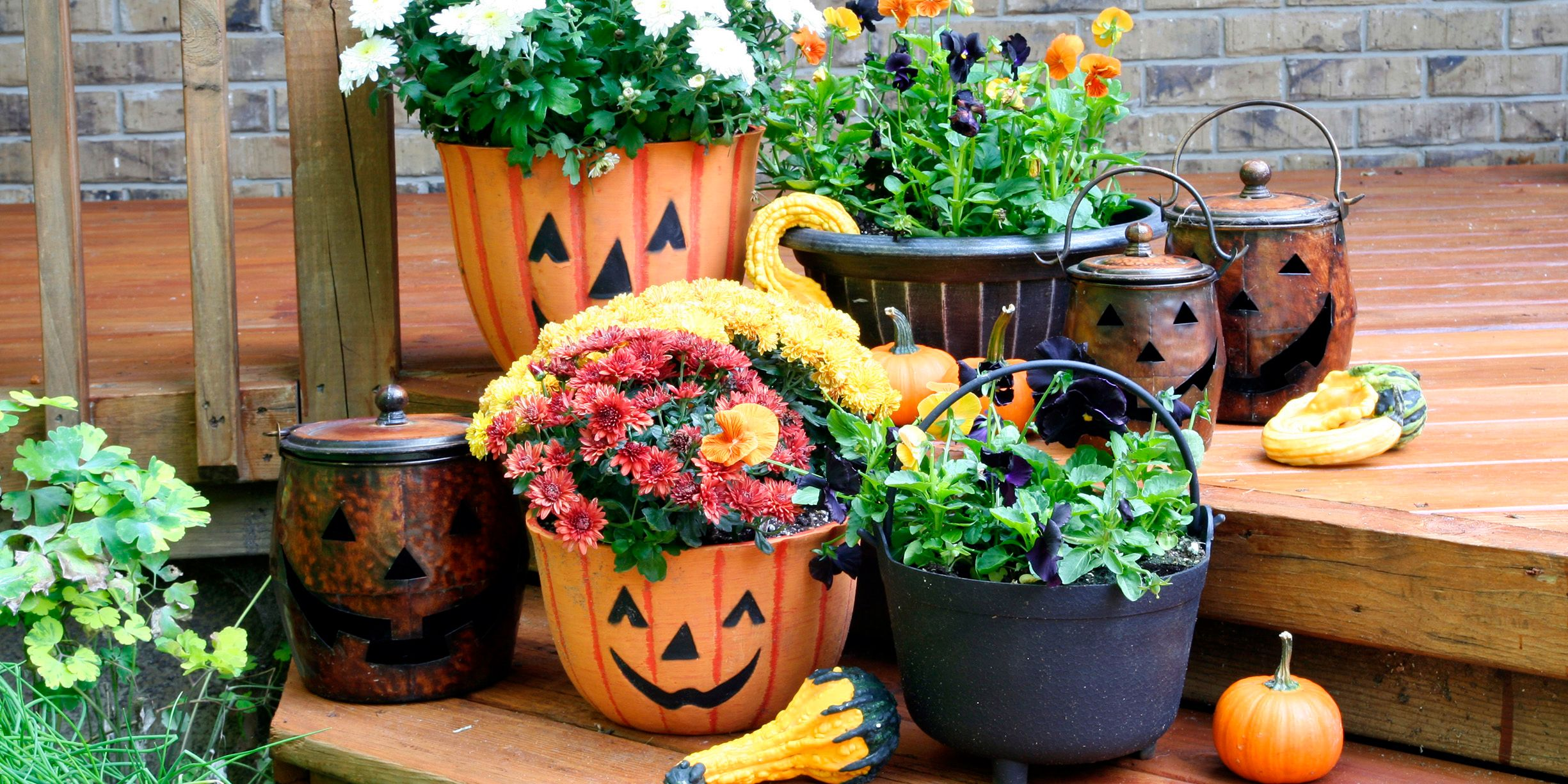 43 best outdoor halloween decoration ideas - easy halloween yard and