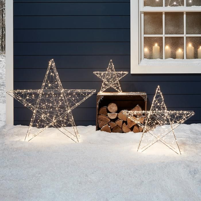 18 outdoor Christmas lights for a show-stopping display