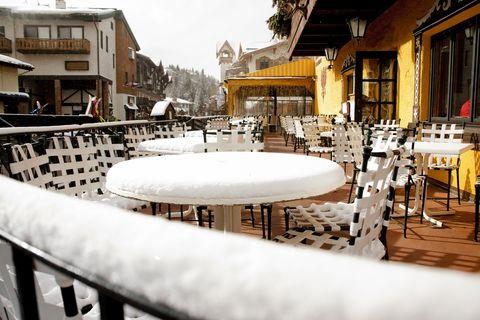village de ski en plein air, restaurant à vail, colorado hiver neige