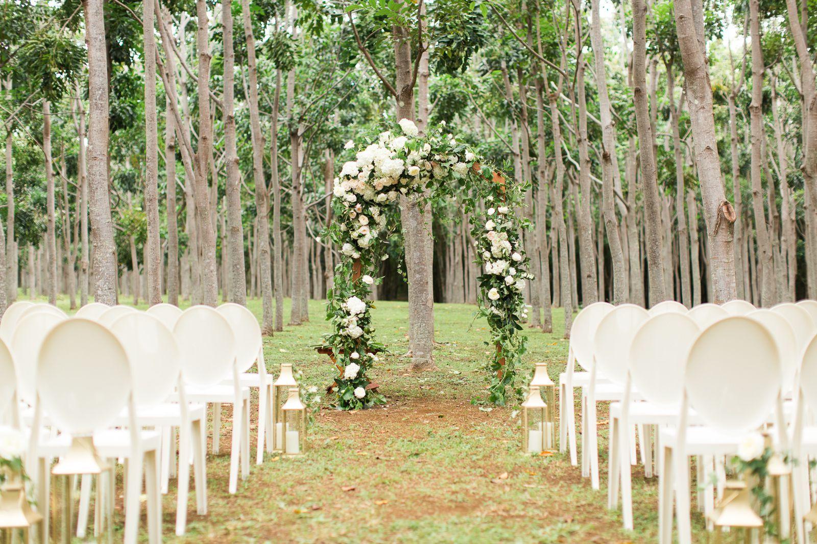 44 outdoor wedding ideas decorations for a fun outside spring wedding rh countryliving com  summer outdoor wedding centerpiece ideas