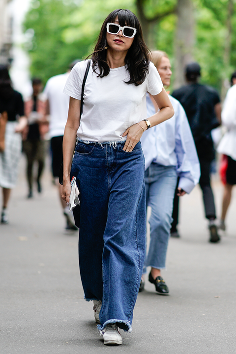 spring outfit idea of wide leg jeans, a white t shirt and matching sunglasses