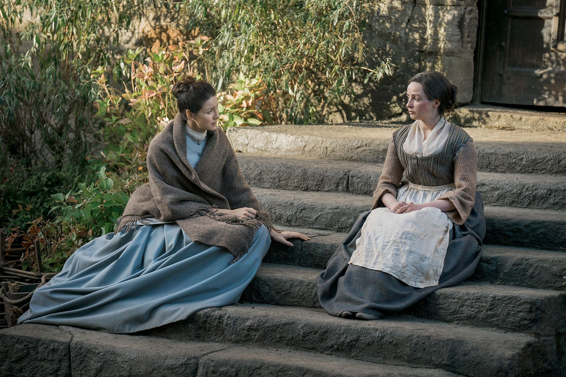 Claire and Jenny in Outlander