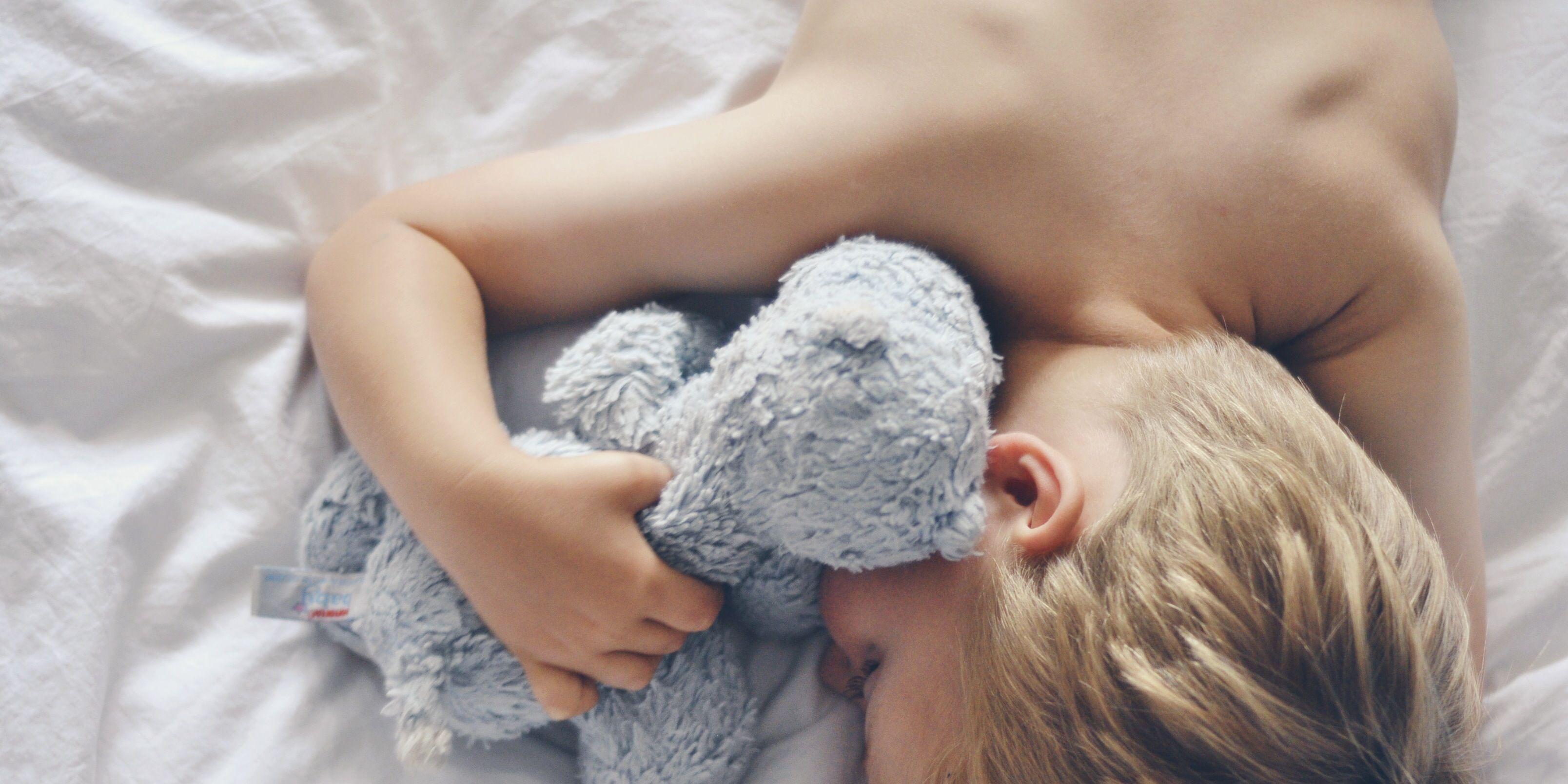 Beneficios del muñeco de apego para los niños