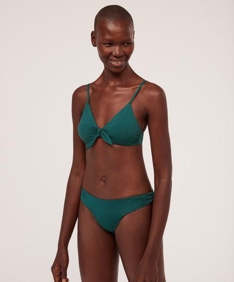 ab414bf982e4 Oysho vende ya los bañadores y bikinis para todos los tipos de cuerpo