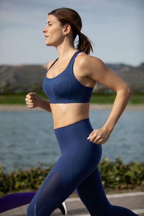 imágenes de prendas de la nueva colección back to run de oysho y corredoras entrenando con estas prendas
