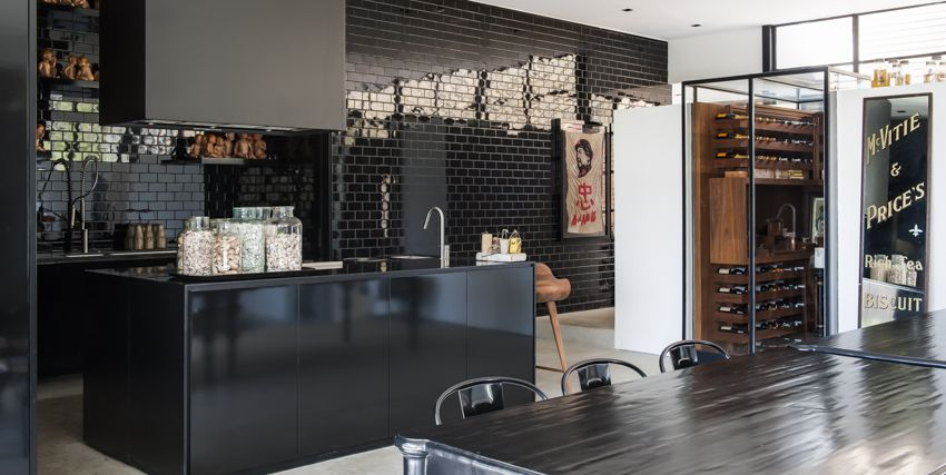 20 Gorgeous Kitchens With Glossy Reflective Tiles Unique Kitchen