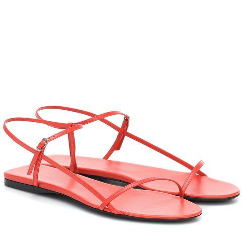 the row  皮革涼鞋