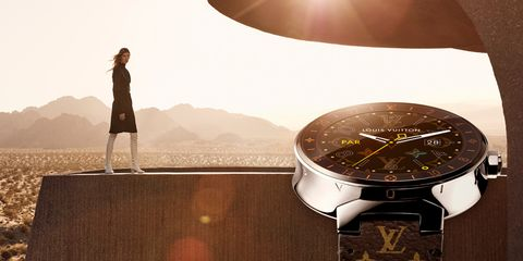 Analog watch, Watch, Watch accessory, Lens flare, Clock, Sunlight, Astronomical object, Metal, Brand, Everyday carry,