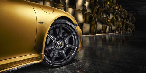 Tire, Wheel, Automotive design, Alloy wheel, Automotive tire, Rim, Automotive wheel system, Automotive exterior, Spoke, Automotive lighting,