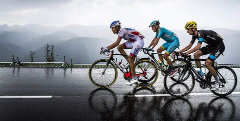 Riders in the rain on stage 12