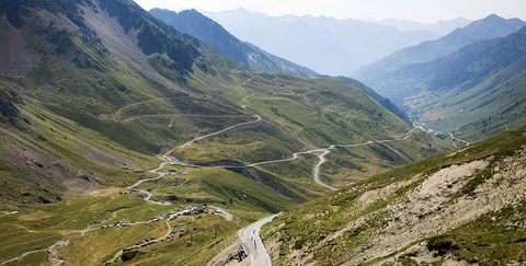 riders descend the Col du Tourmalet