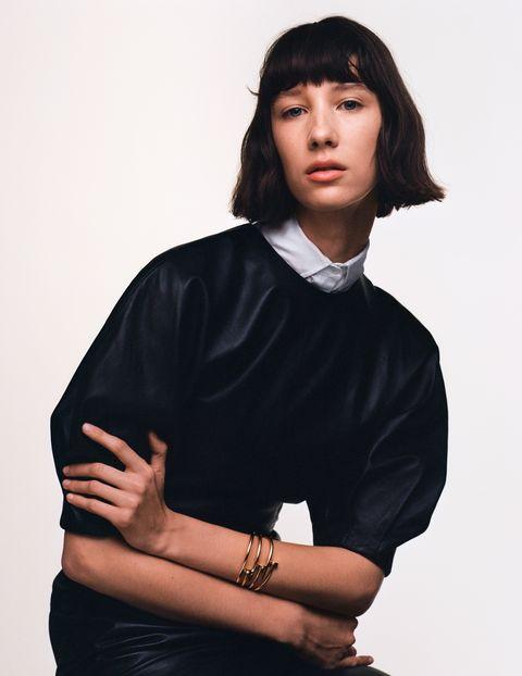 fashion洋裝,gabriela hearst;襯衫,dior;juste un clou手環,cartier