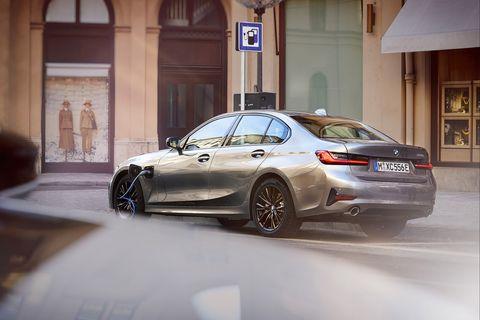 Land vehicle, Vehicle, Car, Luxury vehicle, Automotive design, Personal luxury car, Alloy wheel, Rim, Executive car, Mid-size car,
