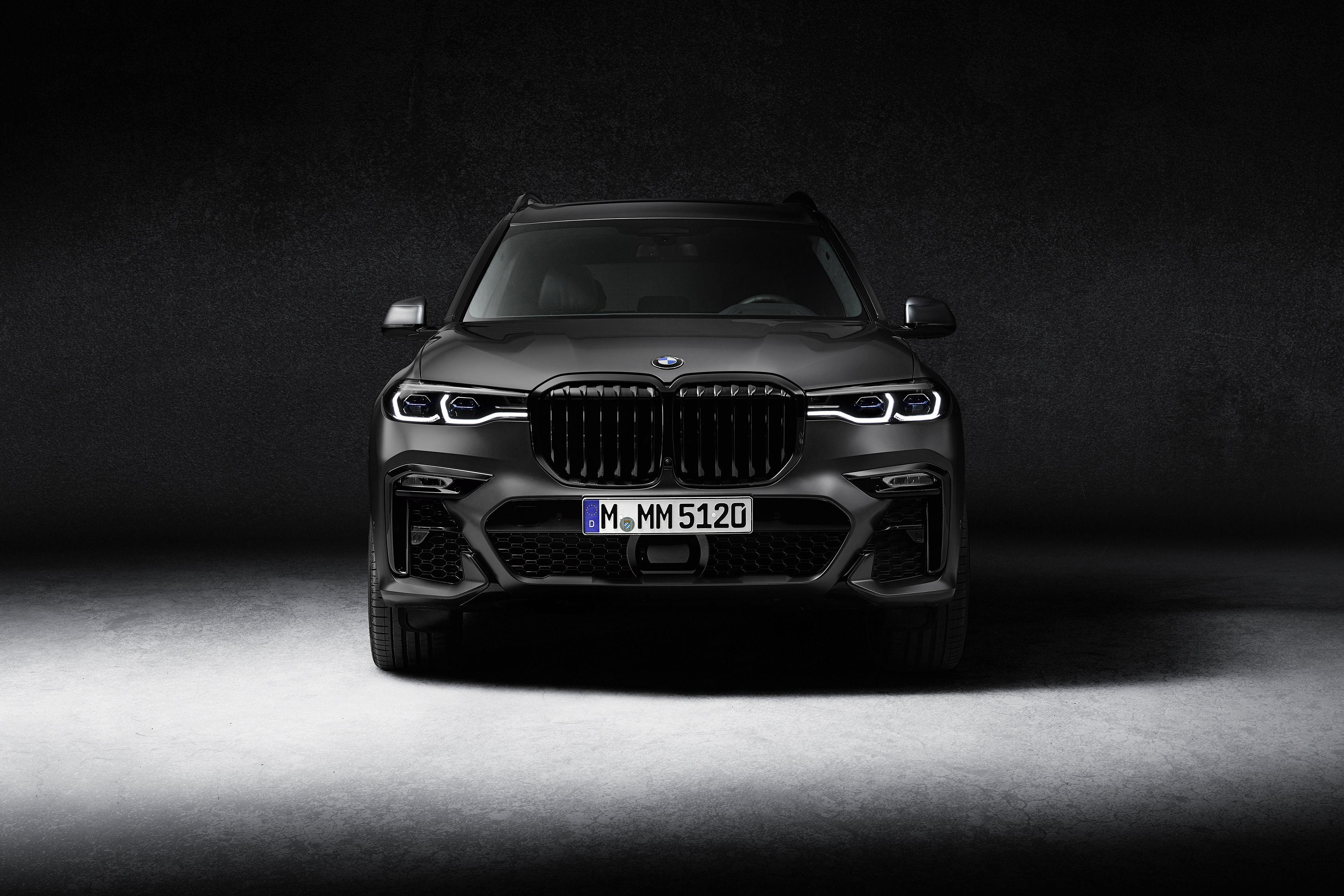 523 Hp 2021 Bmw X7 M50i Gets Ultra Exclusive Dark Shadow Edition