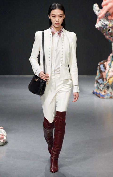 Het paardenmeisje maakt een stijlvolle comeback op de catwalk