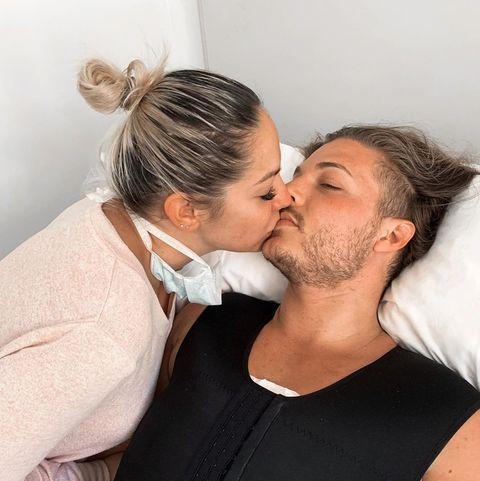 pablo pisa recibe el alta tras su operación de pecho así ser recupera junto a su novia, patricia steisy