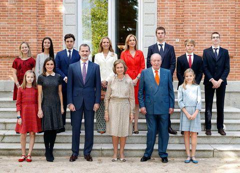 La Reina Sofía posa con sus hijos y nietos por su 80 cumpleaños
