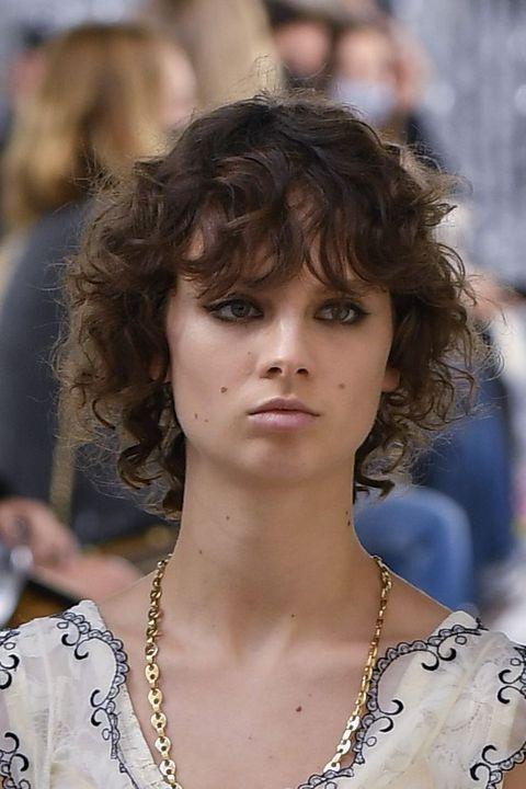 Lip, Hairstyle, Chin, Style, Eyelash, Street fashion, Fashion, Neck, Beauty, Fashion model,
