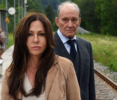 Katja se reencuentra con su padre en la película Frühling Padres buenos padres malos