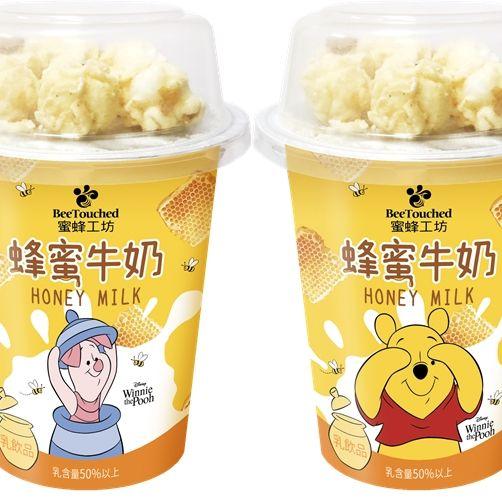 7-ELEVEN推出「蜜蜂工坊杯裝蜂蜜牛奶爆米花」、「初鹿牧場炙烤風味煉乳茶」、「蜜蜂故事館蜂蜜檸檬水」全新飲品。