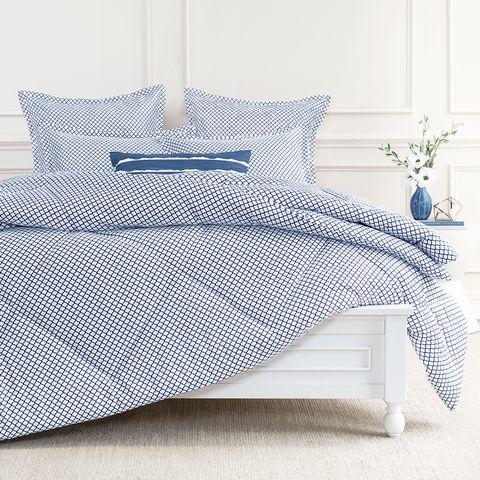 Bedding, Bed sheet, Duvet cover, Furniture, Duvet, Textile, Bed, Bed frame, Pillow, Linens,