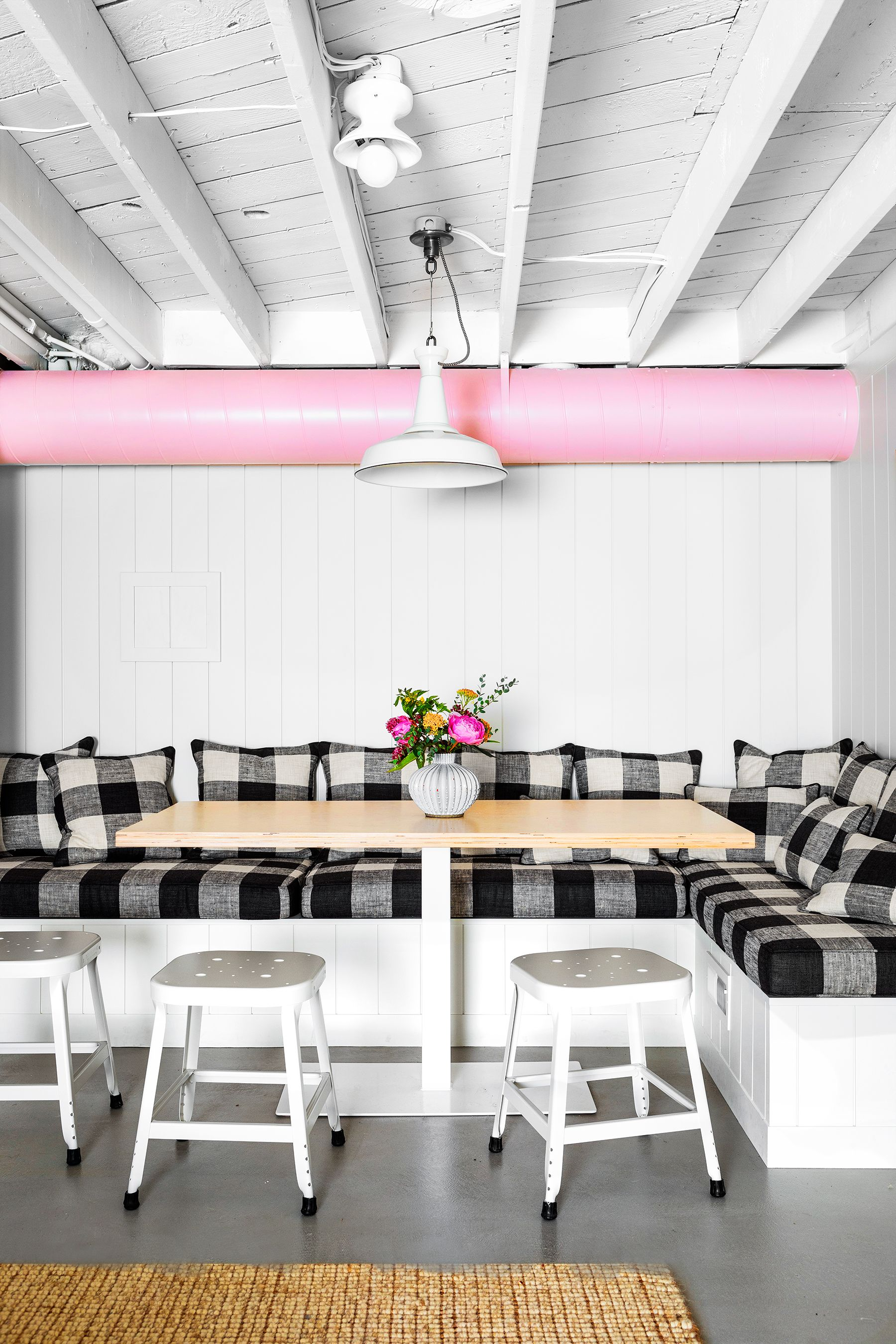 20 Painted Ceilings That Make The Entire Room So Much Cooler,Spring Painting Ideas