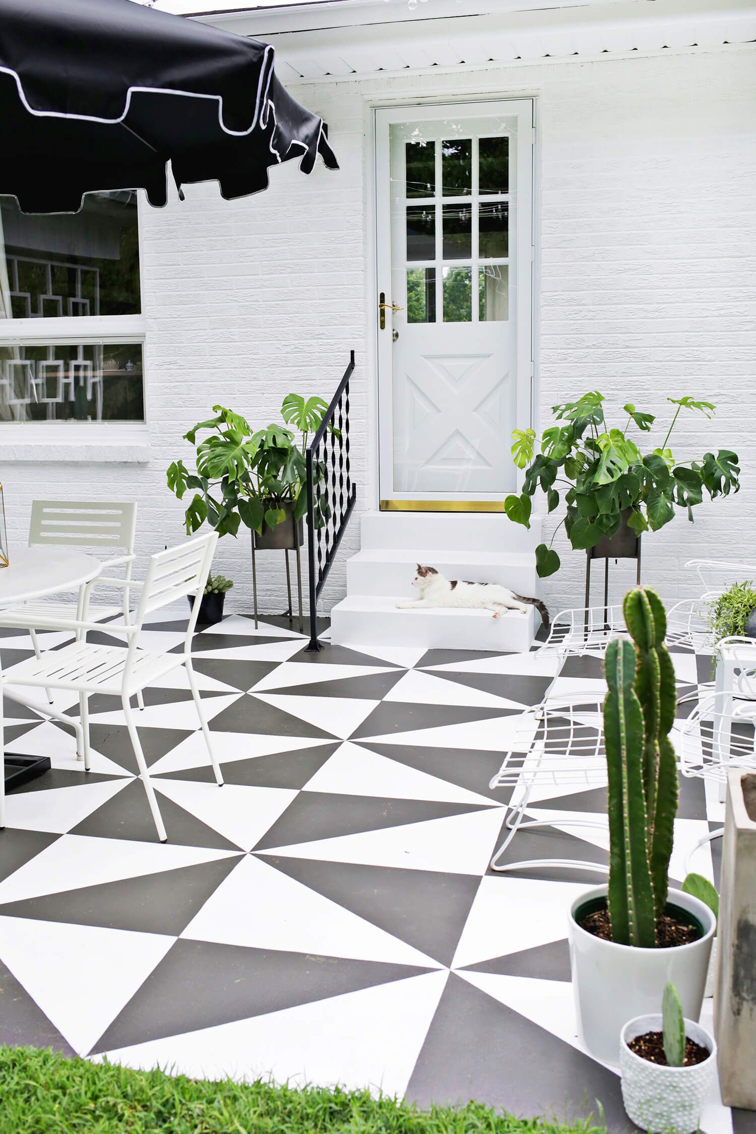 Small Outdoor Decor Ideas - How to Decorate Your Small Patio