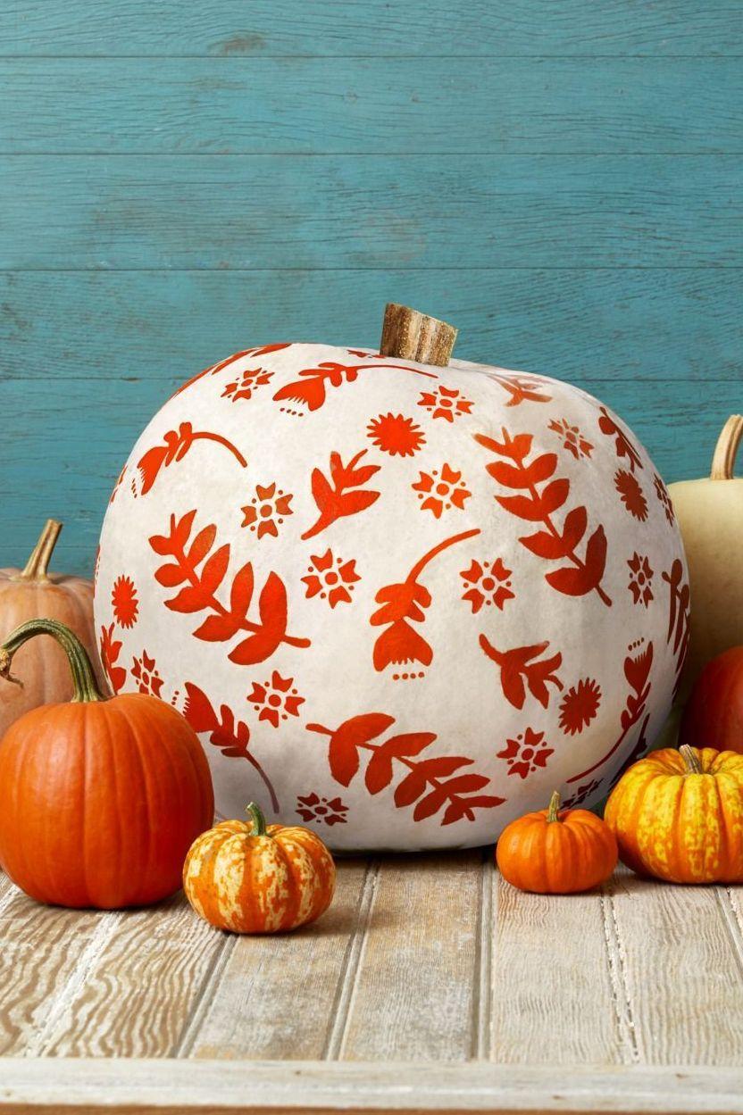 20 Best Outdoor Fall Decorations   Fall Yard Décor Ideas