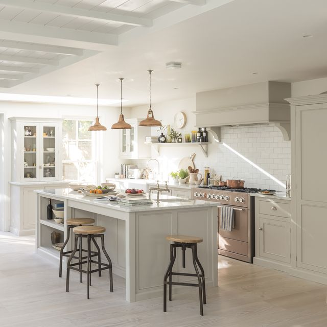 23 Best Cottage Kitchen Decorating Ideas And Designs For 2019: 10 Best White Kitchen Cabinet Paint Colors