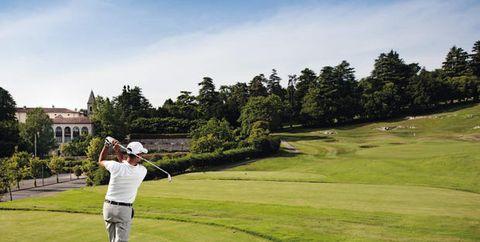 Sport venue, Golf, Golfer, Golf course, Professional golfer, Sky, Green, Golf equipment, Grassland, Golf club,