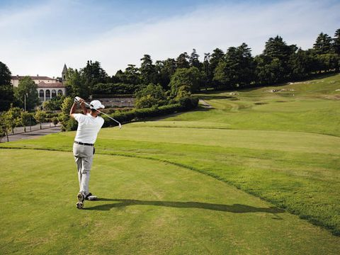 Sport venue, Golf, Golfer, Golf course, Professional golfer, Sky, Green, Golf equipment, Grassland, Golf club,