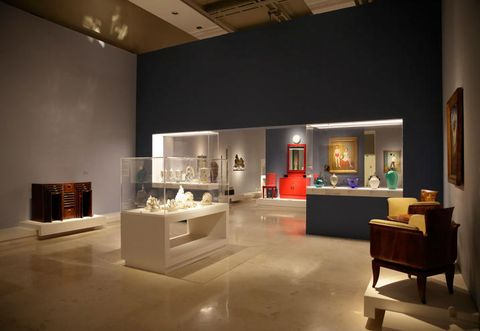 Interior design, Lighting, Room, Ceiling, Floor, Interior design, Wall, Light fixture, Hall, Picture frame,