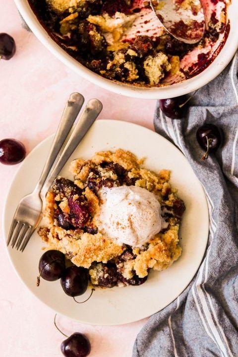 cherry crumble with ice cream